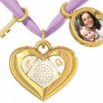 Dano's iHeart Locket Keeps Your Digital Diary Entries Safe 1