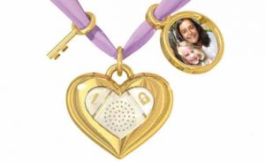 Dano's iHeart Locket Keeps Your Digital Diary Entries Safe 12
