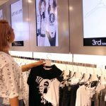 Introducing an Interactive Clothes Hangar that Gives Fashion Advice 1