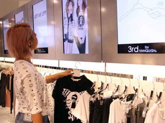 Introducing an Interactive Clothes Hangar that Gives Fashion Advice 2