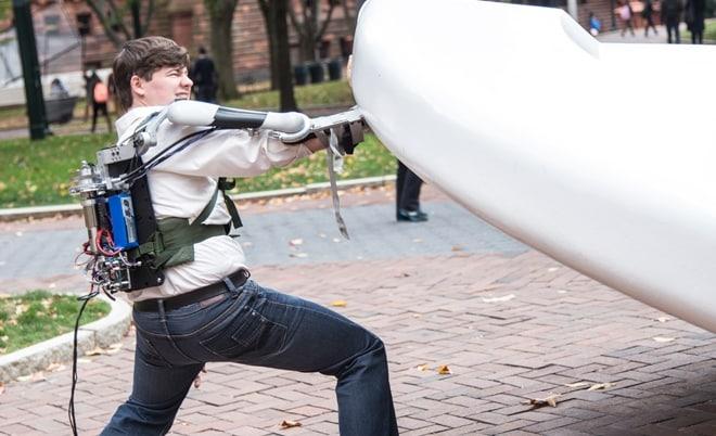 Titan Arm Exoskeleton Turns You Into a Super Human 4
