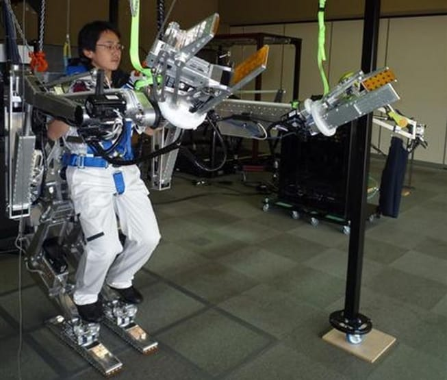 Panasonic Will Make You Feel Like Sigourney Weaver With This Exoskeleton 4