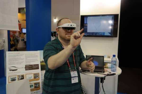 Mirama Prototype Headset Recognizes All of the Gestures 8