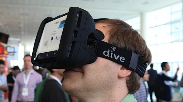 This Head Mounted Display Lets You Swim With the Fishes Safely 3