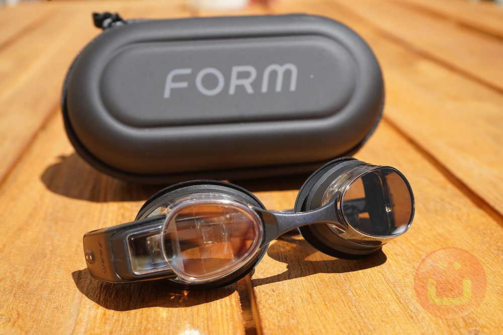 Form Swim Goggles With AR Display Review | Ubergizmo