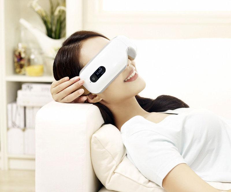 Breo iSee4 Wireless Digital Eye Massager | DudeIWantThat.com