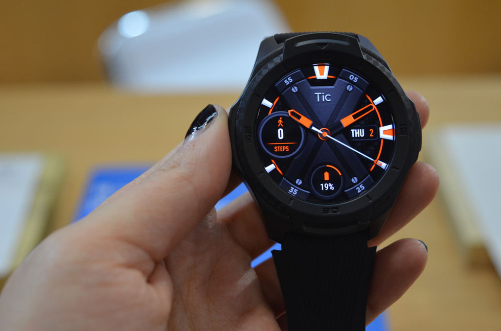 Hands On With Mobvoi's Huge But More Refined TicWatch E2 ...