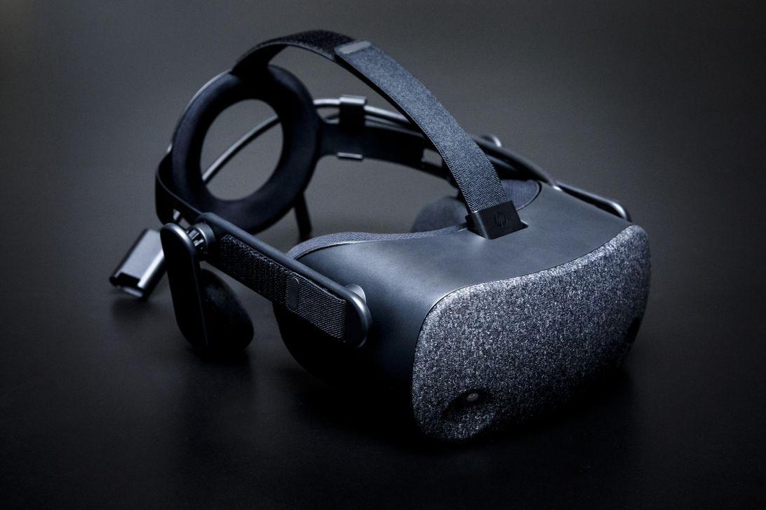 HP Reverb gives Microsoft VR a high-res boost - CNET