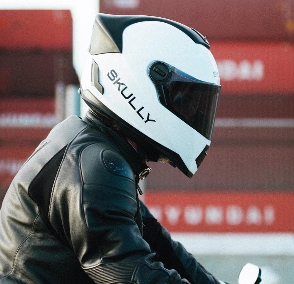 Skully Fenix AR replaces HUD helmet - Motorbike Writer
