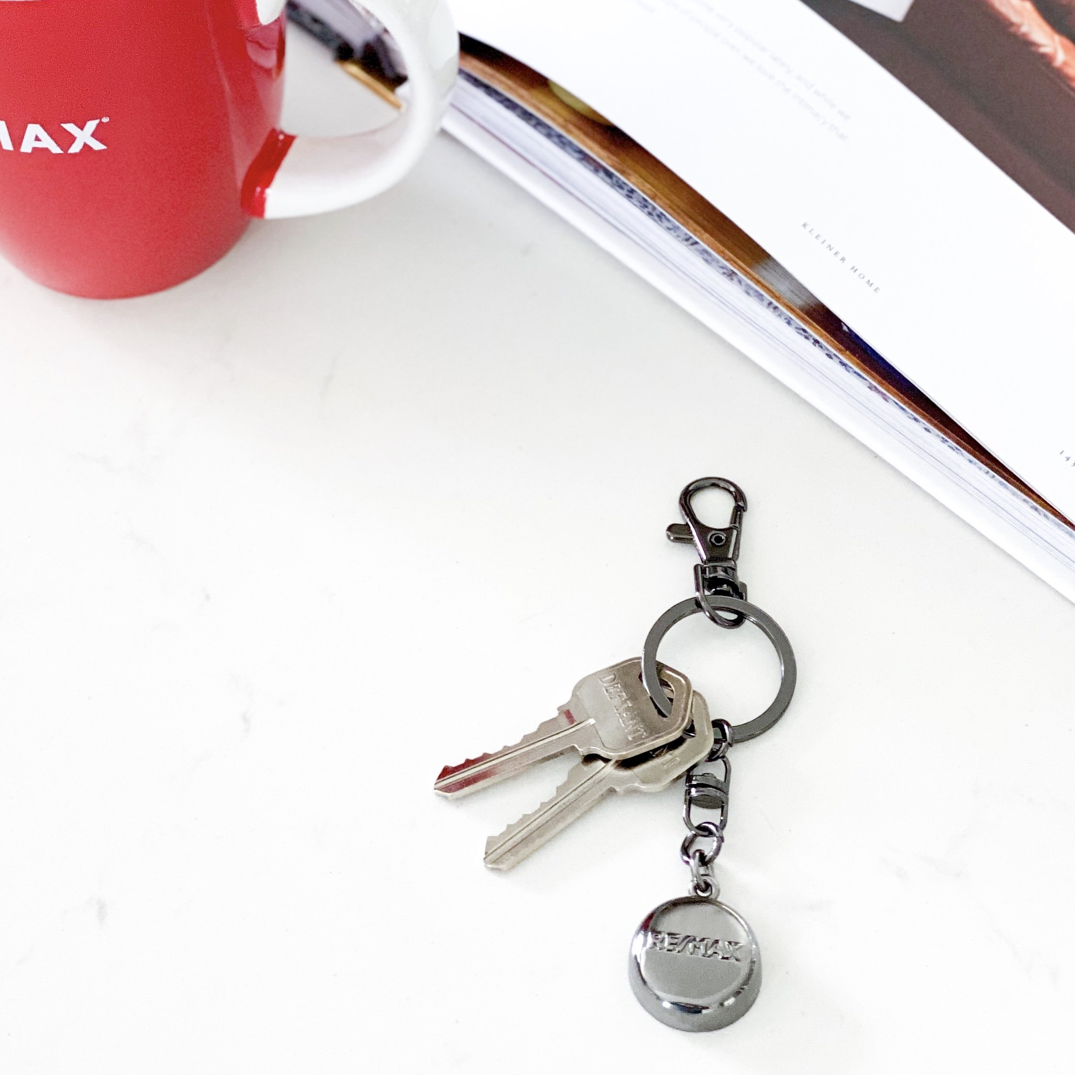 Black RE/MAX Keychain – invisaWear