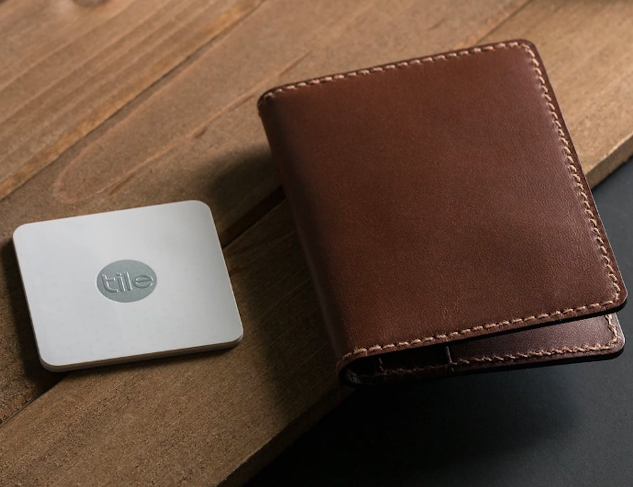 The Tile Slim Tracking Wallet by Nomad Combines Looks and ...