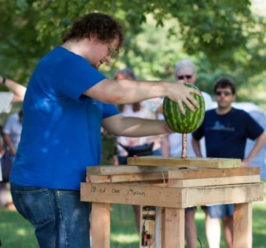 This EEG headset lets you destroy watermelons with the power of your mind 7